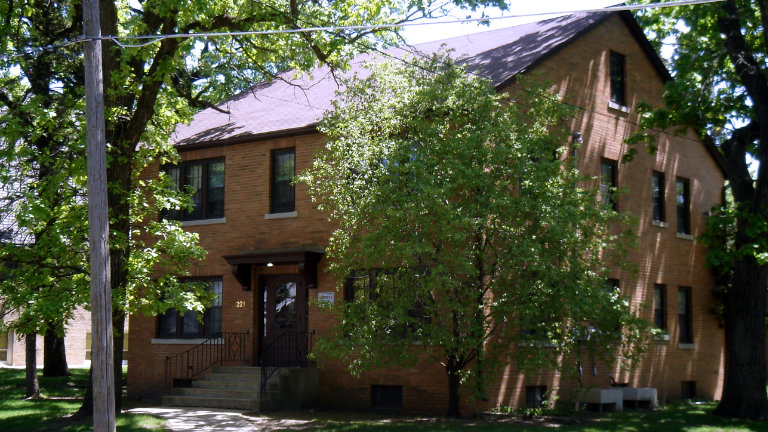 Apartments for Rent, 321 East State Street, Mason City, Iowa
