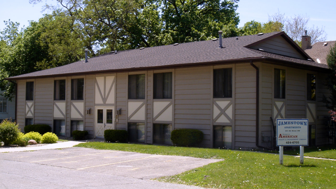 Apartments for rent on mason city iowa 39 s downtown west side by american realty for Iowa city one bedroom apartments