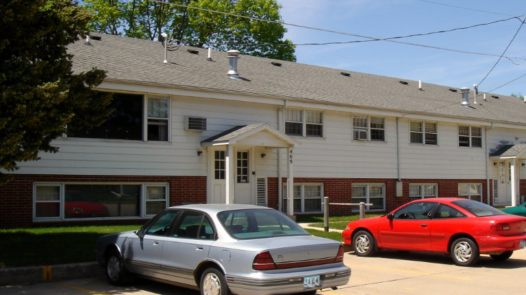 Apartments for Rent, Bel Air Manor Apartments 407 - 409 S Tennessee Place, Mason City, Iowa