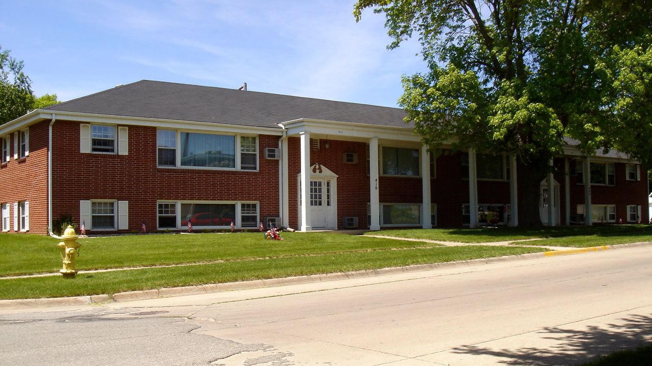 Apartments for rent on mason city iowa 39 s east side by american realty for Iowa city one bedroom apartments