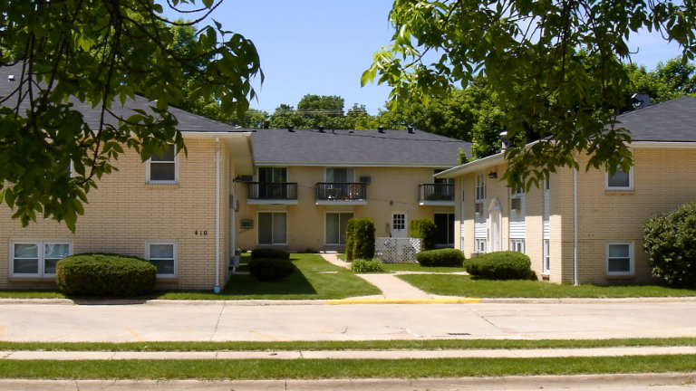Apartments for Rent, Colonial Apartments, 408 - 410 South Tennessee, Mason City, Iowa